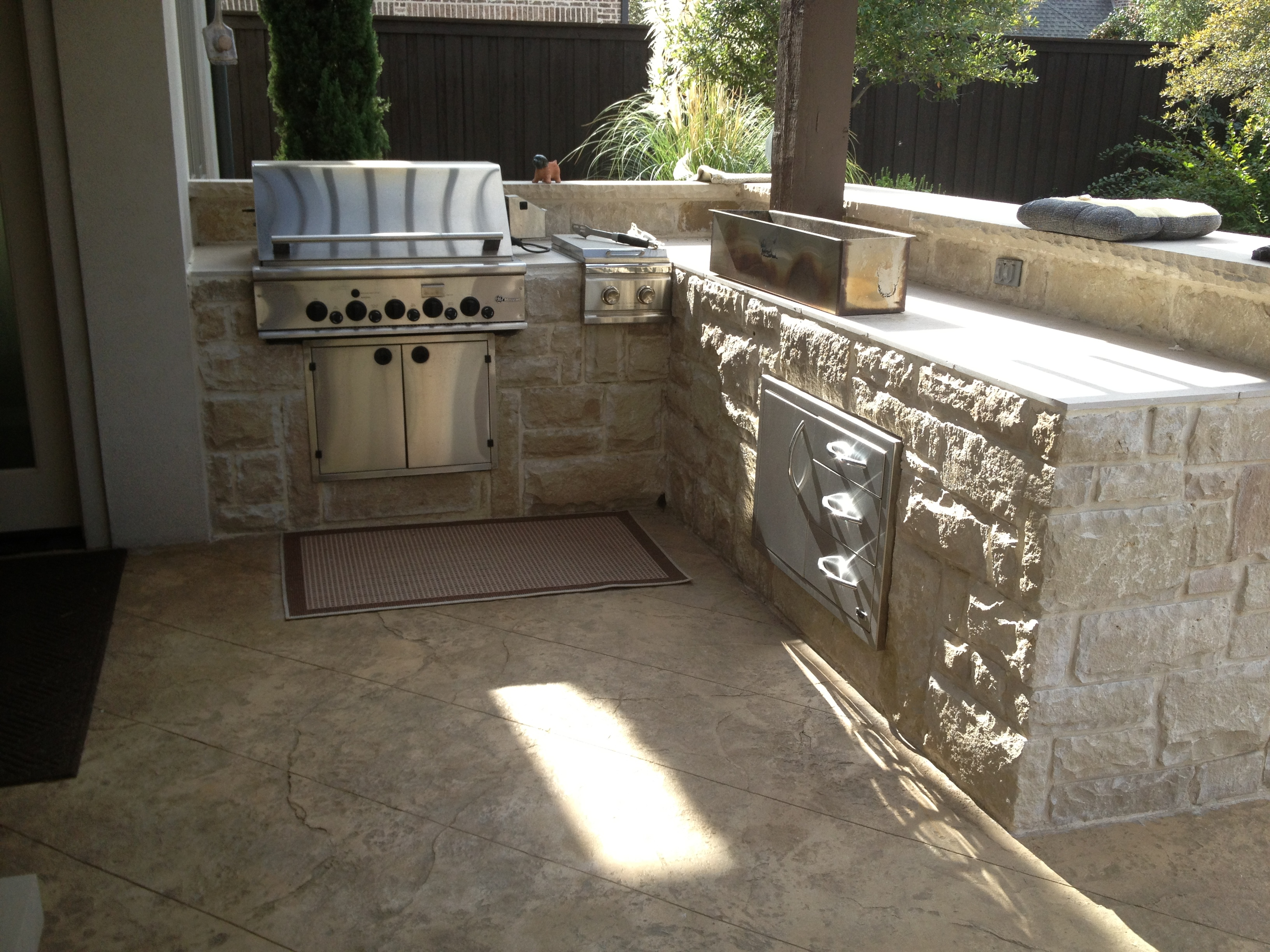 Clean Outdoor Kitchen
